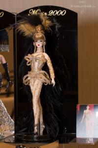Golden corset diva